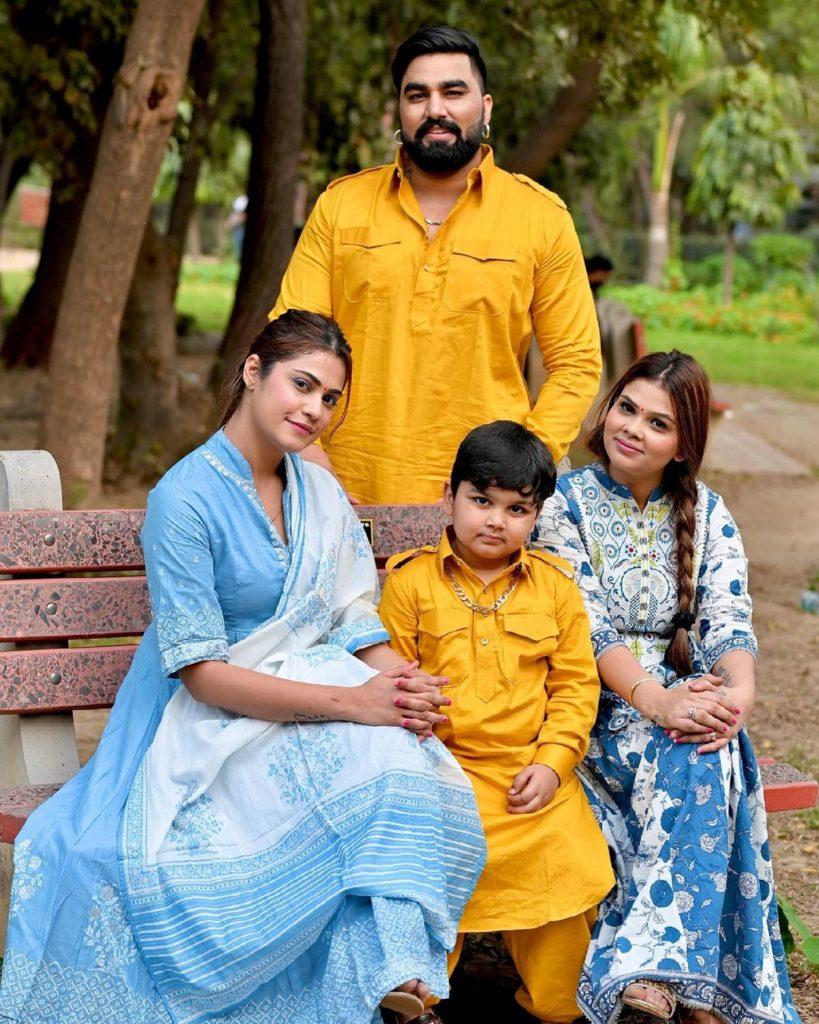 Armaan Malik With His Family